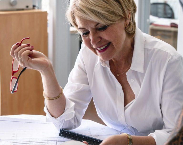 Frau Andrea Sochiera
